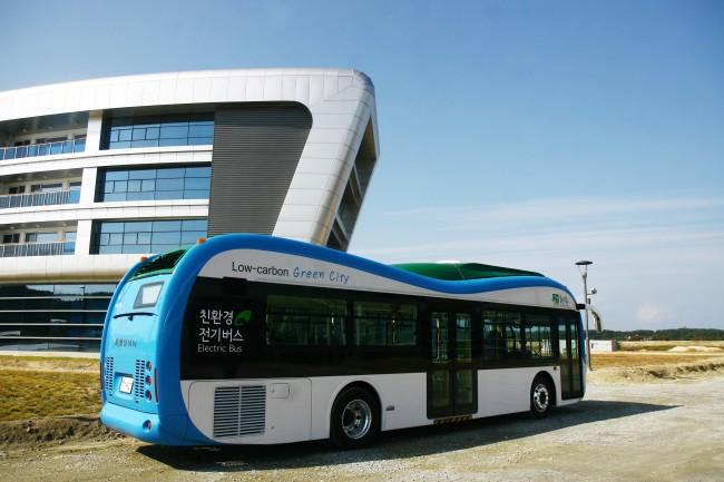 친환경 교통수단인 전기버스는 한 번 충전으로 80km를 주행할 수 있다. - 강릉 녹섹도시 체험센터 제공